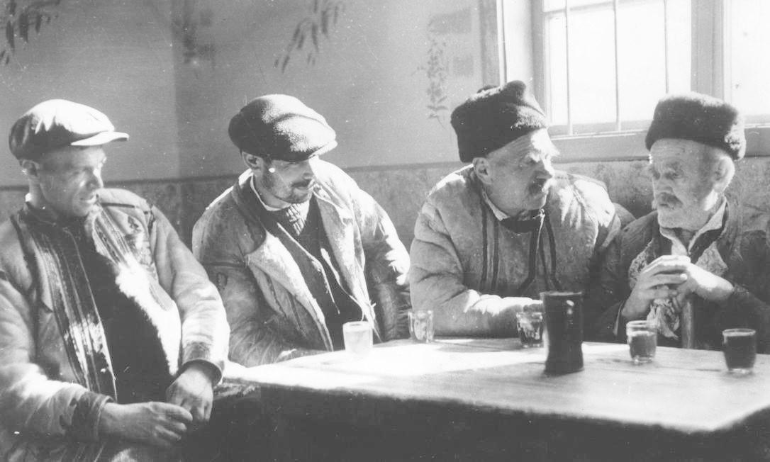 Camponeses romenos por volta de 1940 Foto: Keystone / Getty Images