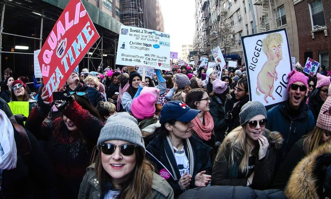 Desde 20 janeiro de 2016, mulheres dos EUA se reúnem em protestos contra as declarações do presidente Donald Trump nos EUA Foto: Vanessa Carvalho / Agência O Globo