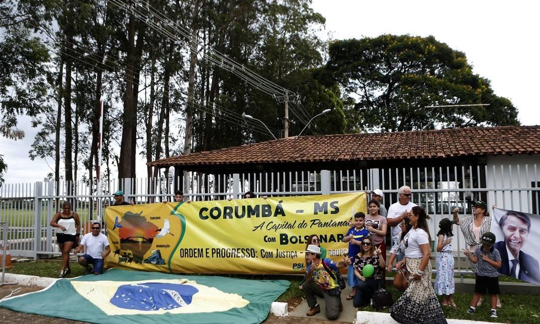 Apoiadores de Jair Bolsonaro visitam a Granja do Torto na véspera da cerimônia de posse Foto: Jorge William / Agência O Globo