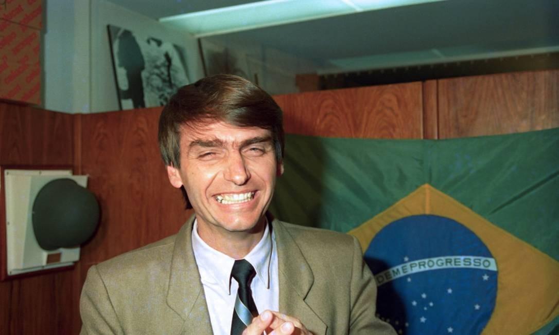 Bolsonaro se candidatou pela primeira vez a um cargo legislativo em 1988. Nesta foto, de 1993, já exercia mandato como deputado federal Foto: Edivaldo Ferreira / Agência O Globo / Agência O Globo