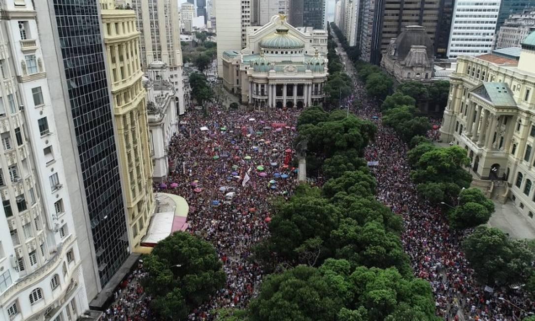 Durante o período eleitoral foram realizados por todo o país protestos de mulheres contra Bolsonaro. Na foto, a manifestação na Cinelândia, no Centro do Rio Foto: Renee Rocha / Agência O Globo