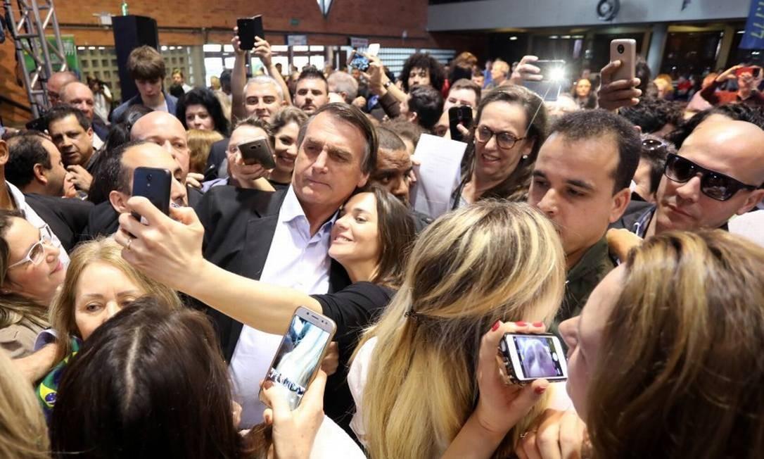 Durante a campanha, Bolsonaro ganhou apoiadores e recebeu críticas com um discurso forte sobre segurança e combate à corrupção Foto: Diego Vara / Reuters