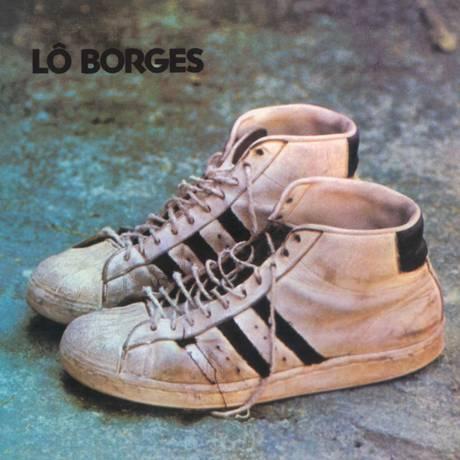 Outro projeto icônico é a capa do disco solo de Lô Borges de 1972, que é mais conhecido como
