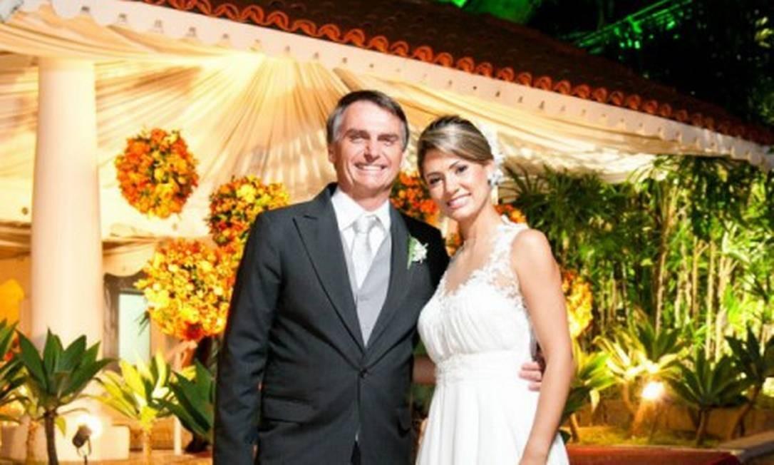 Michelle Bolsonaro é a tercira mulher de Bolsonaro e será a primeira-dama do Brasil. Os dois estão juntos desde 2007, e realizaram um casamento religioso em 2013. São pais de Laura, de 8 anos. Foto: Divulgação