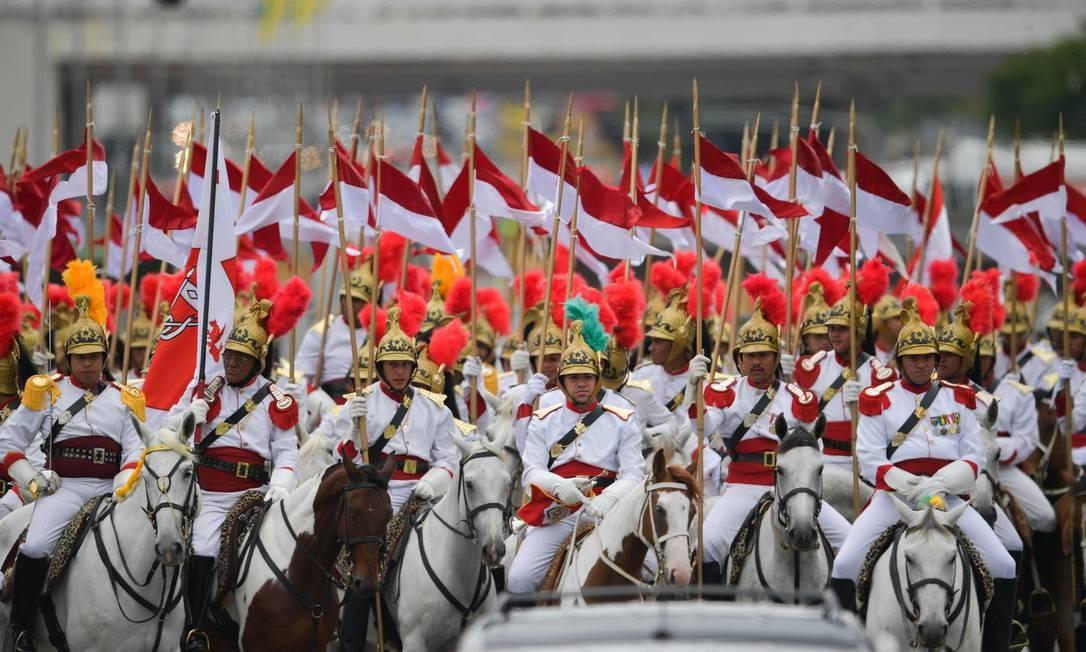 O 1º Regimento da Cavalaria de Guarda do Exército, popularmente conhecido como Dragões da Independência, acompanhou o desfile do presidente eleito Jair Bolsonaro Foto: CARL DE SOUZA / AFP