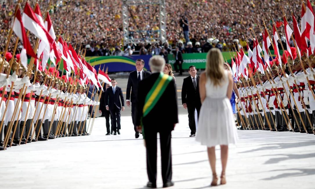 Ex-presidente Michel Temer e a mulher, Marcella, recebem Jair Bolsonaro no Palácio do Planalto Foto: UESLEI MARCELINO / REUTERS