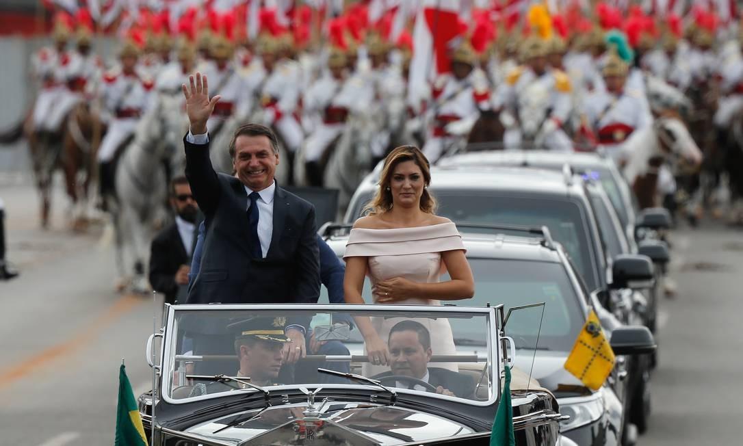 Enquanto Bolsonaro se emocionava no desfile em carro aberto, muita gente prestava atenção também à primeira-dama Pablo Jacob / Agência O Globo