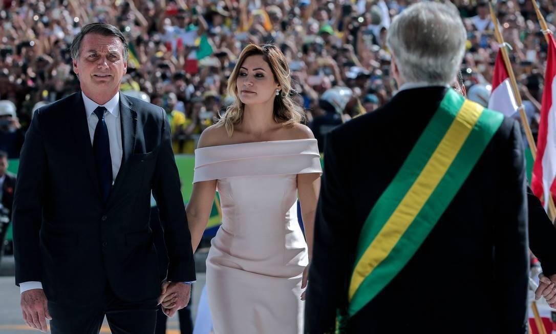 Michelle ficou ao lado de Bolsonaro em todos os momentos da cerimônia de posse SERGIO LIMA / AFP