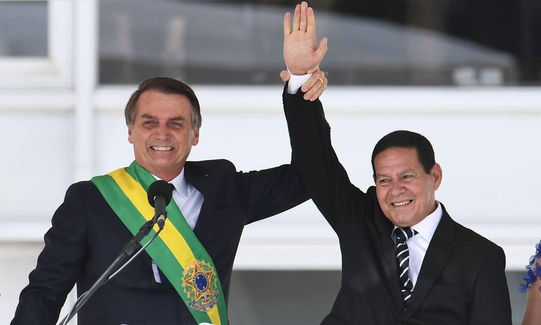 O presidente Michel Temer e o vice-presidente, general Mourão Foto: Evaristo Sá / AFP