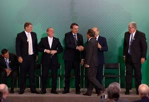 Um dia após a posse, o presidente Jair Bolsonaro participou da cerimônia de transmissão de cargo de quatro ministros que trabalharão diretamente com ele no Palácio do Planalto Foto: Pablo Jacob / O Globo