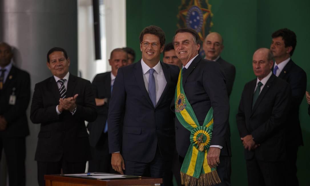 O minstro do Meio Ambiente, Ricardo Salles, e o presidente Jair Bolsonaro Foto: Daniel Marenco/Agência O Globo/01-01-2019