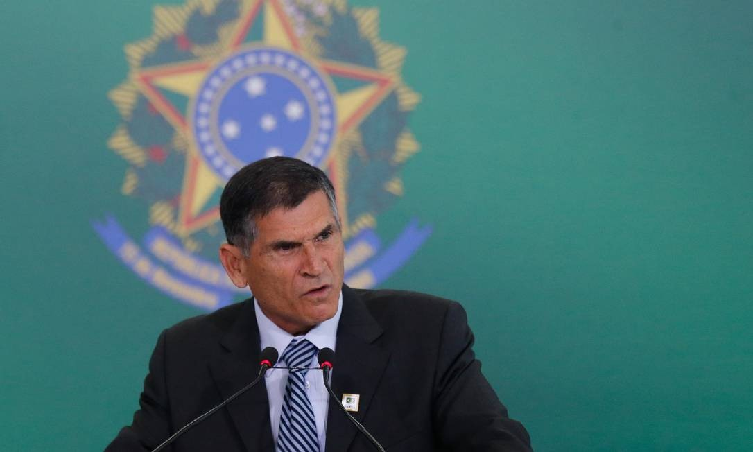 O ministro da Secretaria de Governo, general Santos Cruz, durante cerimônia de transmissão de cargo Foto: Pablo Jacob / Agência O Globo