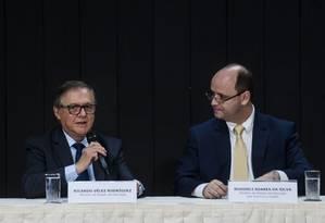 O atual ministro da Educação, Ricardo Vélez Rodríguez, e seu antecessor, Rossieli Soares Foto: Marcello Casal jr/Agência Brasil