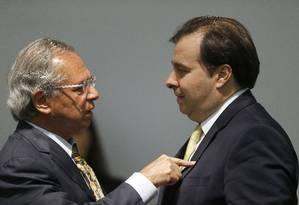 O ministro da Economia, Paulo Guedes, e o presidente da Câmara dos Deputados, Rodrigo Maia Foto: Jorge William / Agência O Globo