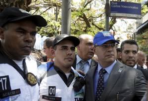 Com o boné do Tijuca Presente, Witzel participa da cerimônia de lançamento do programa Foto: Gabriel de Paiva / Agência O Globo