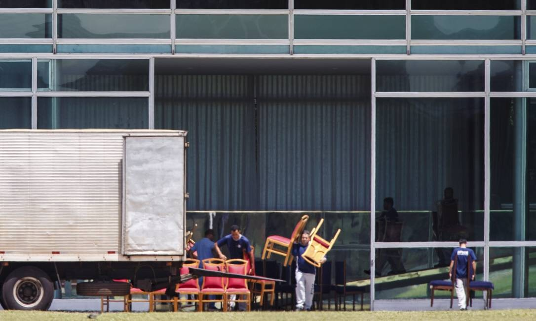 Não foi informado o motivo oficial para a troca do mobiliário Foto: Daniel Marenco / Agência O Globo