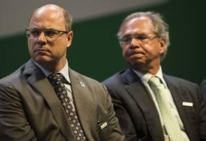 Witzel discursou mais uma vez nesta quinta-feira, durante cerimônia de posse de presidente da Petrobras; ao lado, o Ministro da Economia, Paulo Guedes Foto: Guito Moreto / Agência O Globo