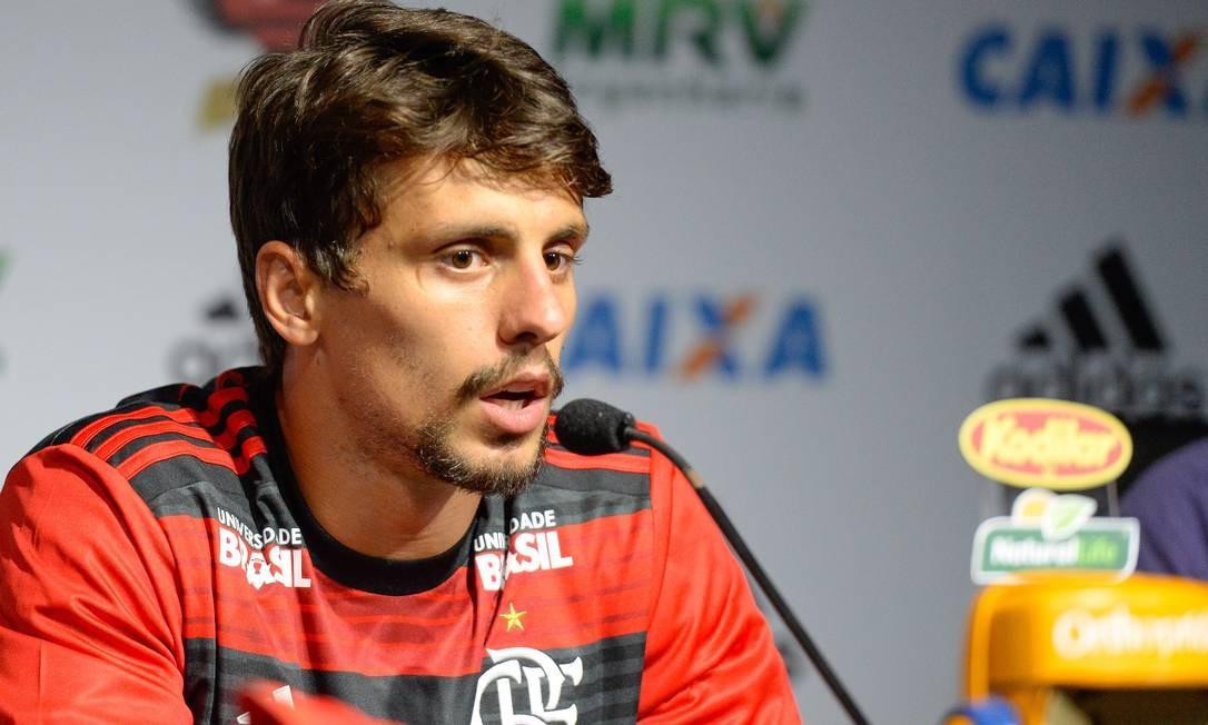 Rodrigo Caio foi apresentado pelo Flamengo Foto: Alexandre Vidal/Flamengo