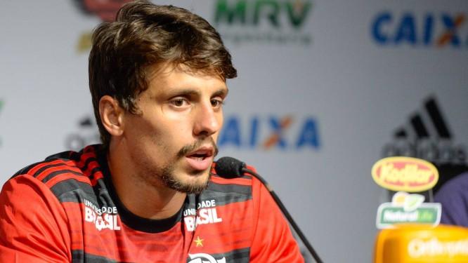 Rodrigo Caio foi apresentado pelo Flamengo Foto  Alexandre Vidal Flamengo 7163967b7ddfa
