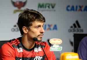Apresentação do zagueiro Rodrigo Caio no CT do Flamengo Foto: Alexandre Vidal/Flamengo
