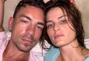 Di Ferrero vestiu rosa e Isabeli Fontana ficou de azulF Foto: Instagram/Reprodução
