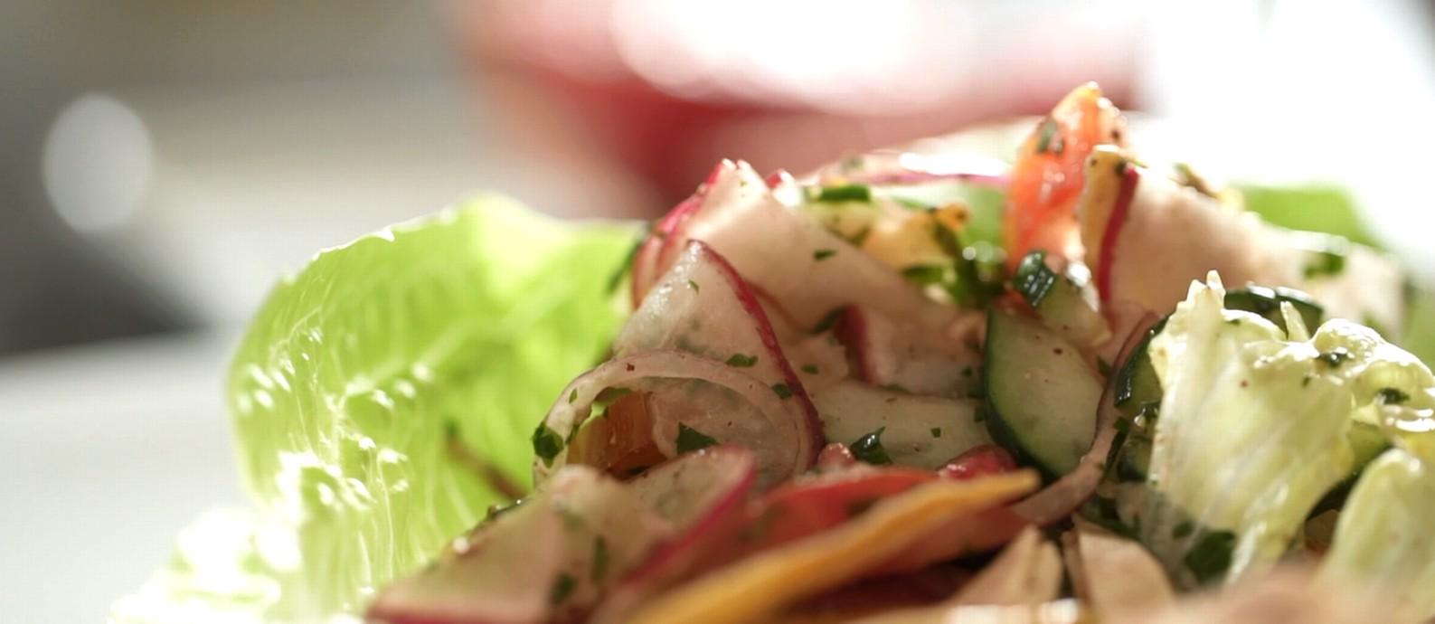 Salada fatouche: receita de origem árabe ajuda a cuidar da boa forma sem abrir mão do sabor Foto: G.lab