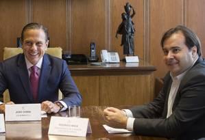 O presidente da Câmara, Rodrigo Maia, se reuniu com o governador de São Paulo, João Doria nesta sexta-feira Foto: Edilson Dantas / Agência O Globo