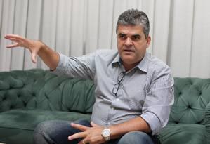 Carro em que estava Washington Reis foi atingido por disparos próximo a uma comunidade conhecida como Rasta Foto: Guilherme Pinto / Agência O Globo