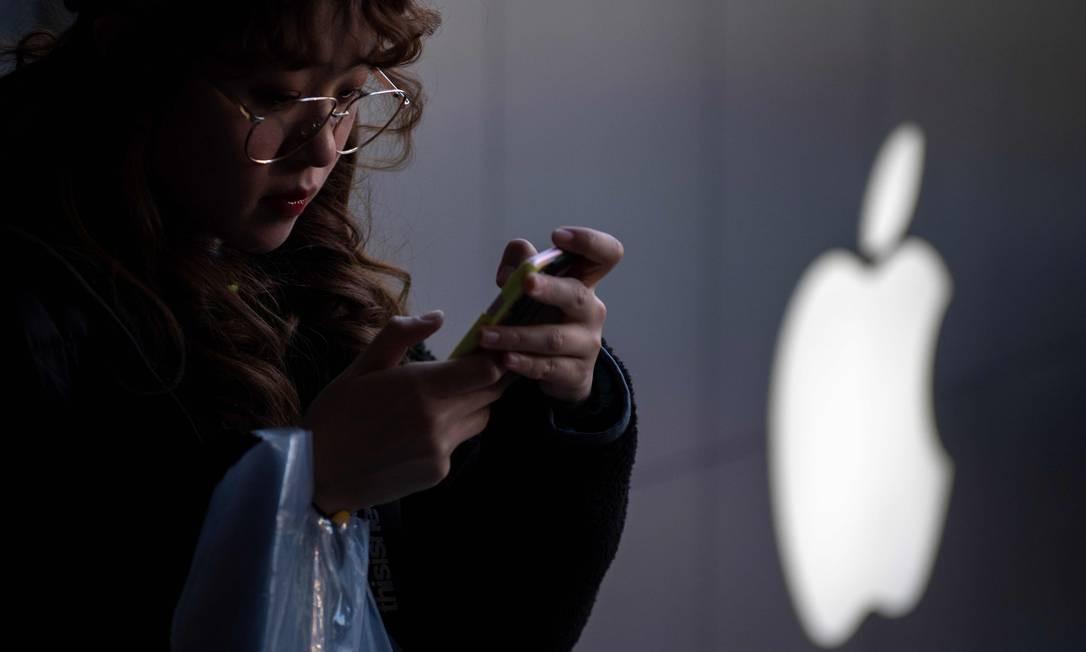 Consumidores chineses estão trocando o iPhone por concorrentes mais baratos Foto: NICOLAS ASFOURI / AFP