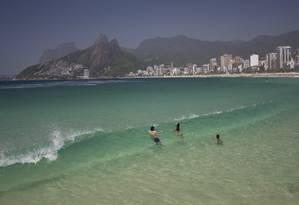 Praia do Arpoador. Ela foi considerada própria em 90,5% dos boletins emitidos pelo Inea em 2018 Foto: Márcia Foletto / Agência O Globo