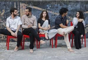 Jovens atores, formados pela CAL, envolvidos no projeto: eles procuraram Marcos França para montar peça Foto: Divulgação/Marcos França