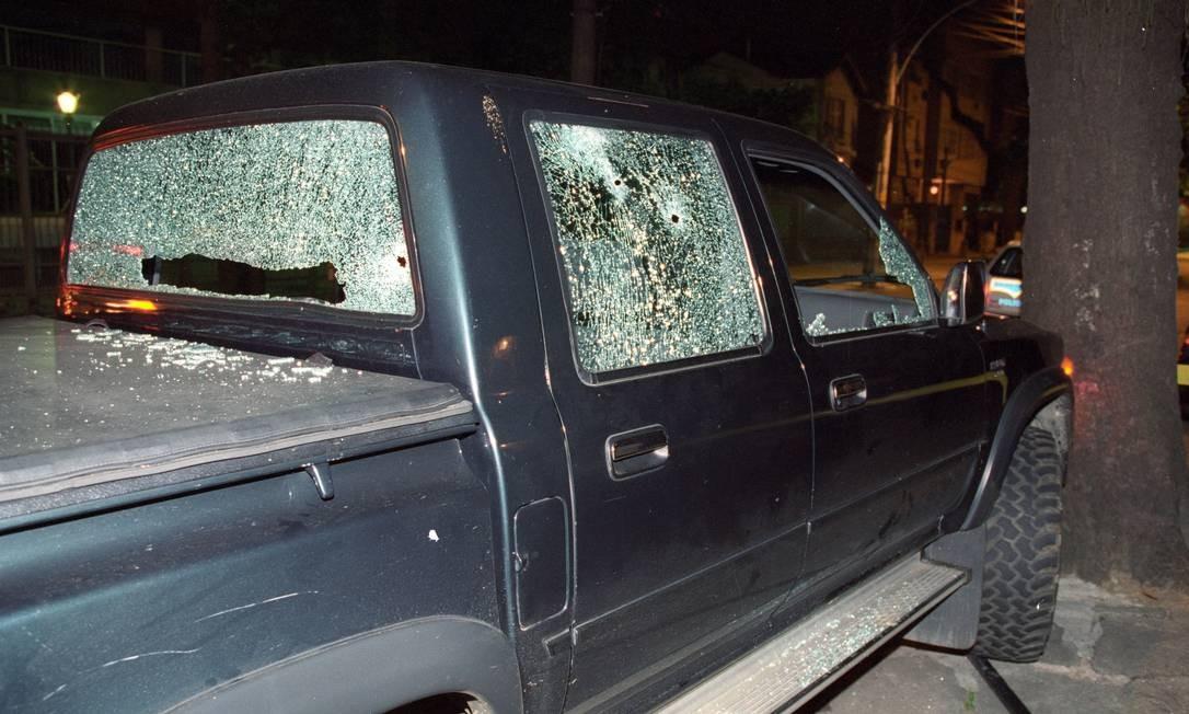 Carro de Marcelo Yuka em 9 de novembro de 2000. Músico foi baleado na Rua Andrade Neves, na Tijuca, durante uma tentativa de assalto Alaor Filho