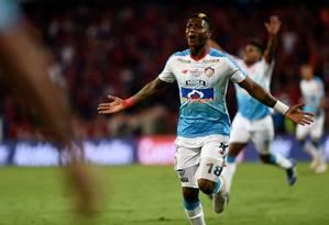 Yony González comemora o gol que garantiu o título colombiano ao Junior Barranquilla Foto: JOAQUIN SARMIENTO / AFP