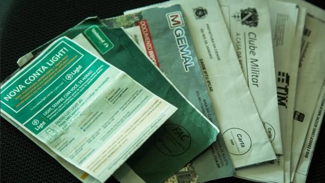 Contas do mês: uma vez pagas as faturas, o consumidor deve aguardar a emissão da declaração de quitação anual Foto: Brenno Carvalho