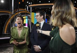 Sandra Oh e Andy Samberg serão os apresentadores do Globo de Ouro neste domingo Foto: KEVORK DJANSEZIAN / AFP
