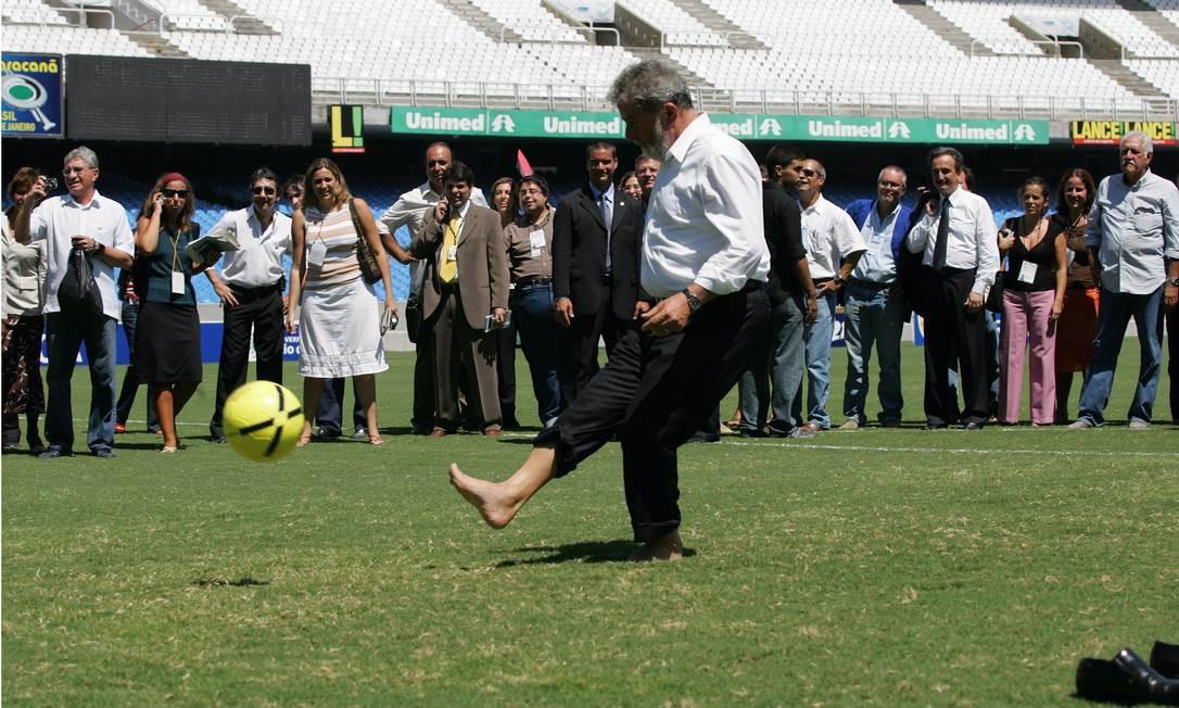 Lula e sua paixão pelo futebol Foto: Marco Antônio Teixeira / /7-3-2007