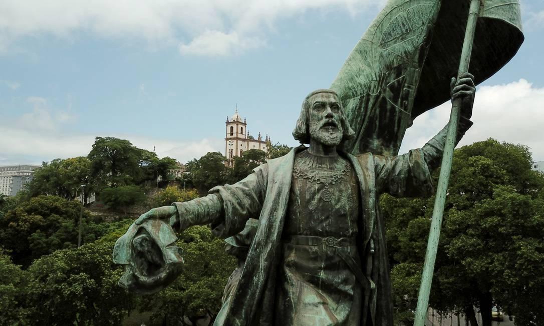 Pedro Alvares Cabral, na Glória, com o Outeiro ao fundo Foto: Custódio Coimbra / Agência O Globo