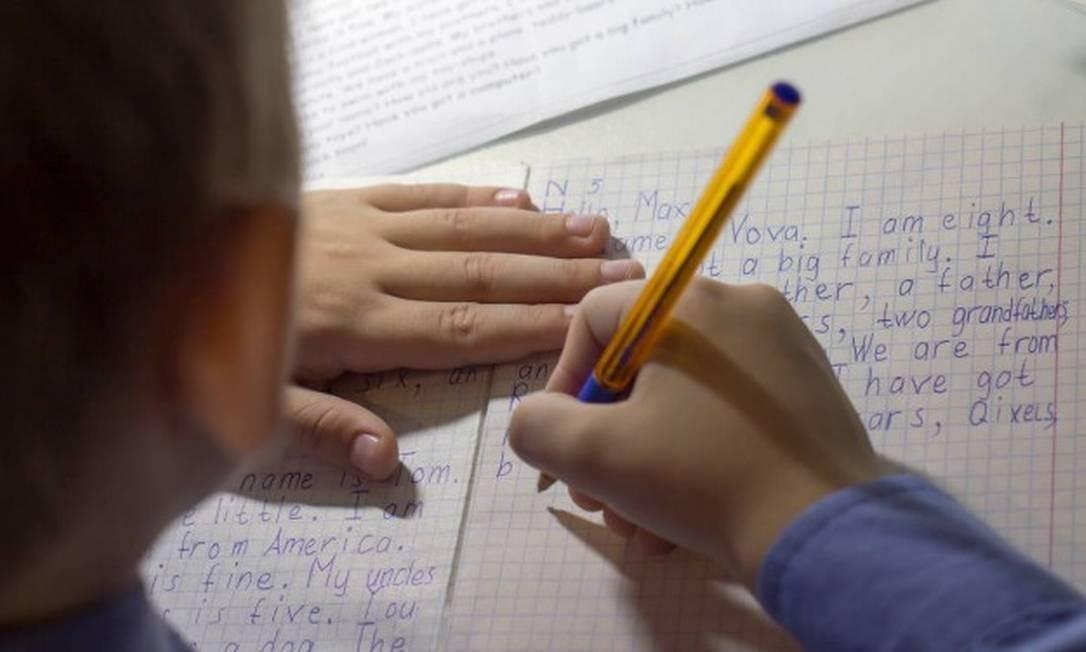Criança faz redação em inglês: universalização do aprendizado do idioma será desafio no governo Bolsonaro Foto: Shutterstock