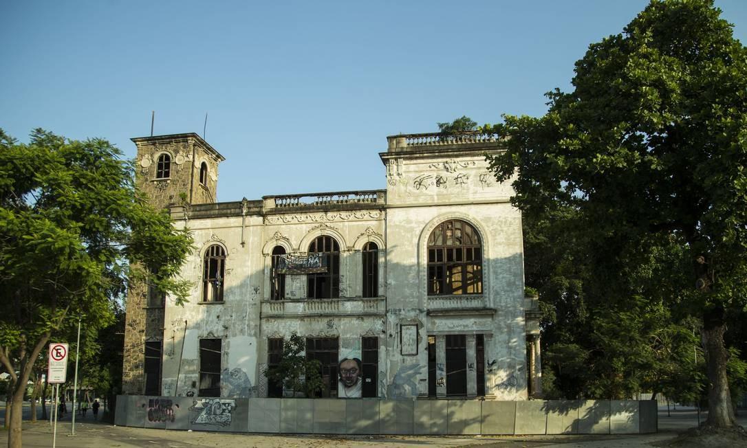 Edifício onde funcionava o Museu do Índio, na Aldeia Maracanã Foto: Guito Moreto / Agência O Globo