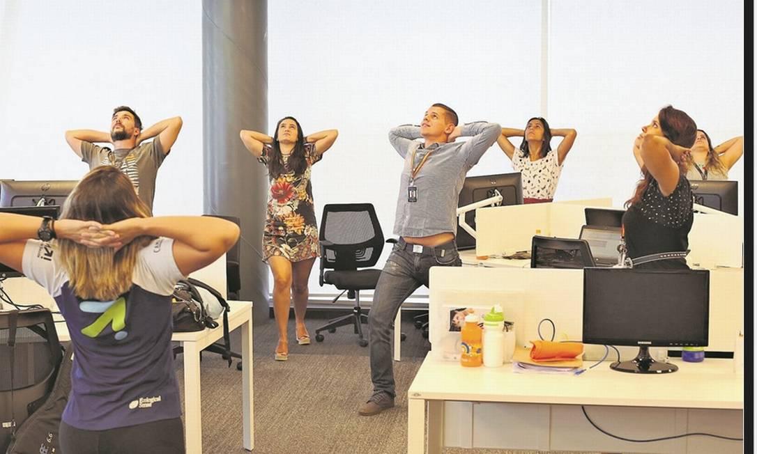 Ginástica laboral. No escritório da L'Oréal, no Centro do Rio, os funcionários têm ginástica laboral uma vez por semana, além de shiatsu gratuito e esmalteria Foto: Pedro Teixeira