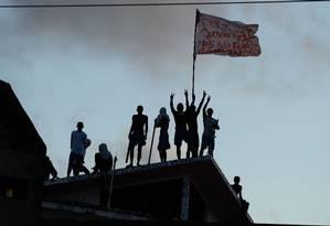 Presos durante rebelião no presídio de Alcaçuz, no Rio Grande do Norte Foto: ANDRESSA ANHOLETE / AFP