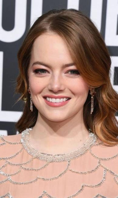 BELEZA COMBINADINHA: A ordem era combinar os tons da maquiagem com o da roupa, como mostrou Emma Stone... Jon Kopaloff / AFP