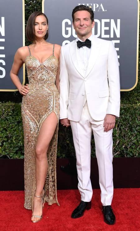 BRANCO PARA HOMENS: Bradley Cooper saiu do lugar comum e lançou o smoking branco para movimentar a estação Foto: VALERIE MACON / AFP