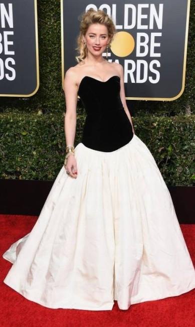 PRETO E BRANCO: A clássica dobradinha anda mais em alta do que nunca, como mostrou Amber Heard... Jon Kopaloff / AFP