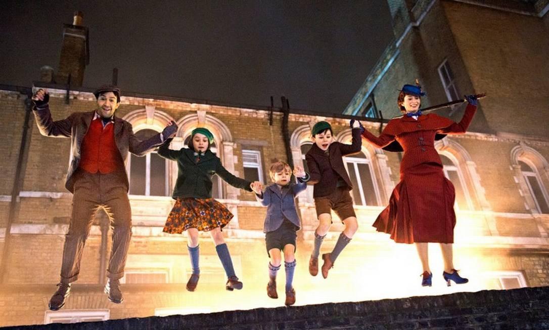 'O retorno de Mary Poppins': Indicado nas categorias de melhor figurino, trilha sonora e direção de arte. Junto com o fiel amigo Jack, Mary Poppins desce dos céus novamente para ajudar Michael e Jane Banks, agora adultos, a resolverem seus problemas. Divulgação
