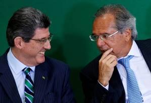 O presidente do BNDES, Joaquim Levy, ao lado do ministro da Economia, Paulo Guedes Foto: Adriano Machado / Reuters