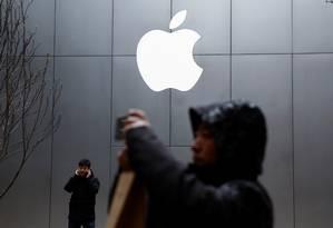 Em movimento inédito, Apple fecha acordos com fabricantes de TV para distribuir conteúdo pelo iTunes Foto: THOMAS PETER / REUTERS