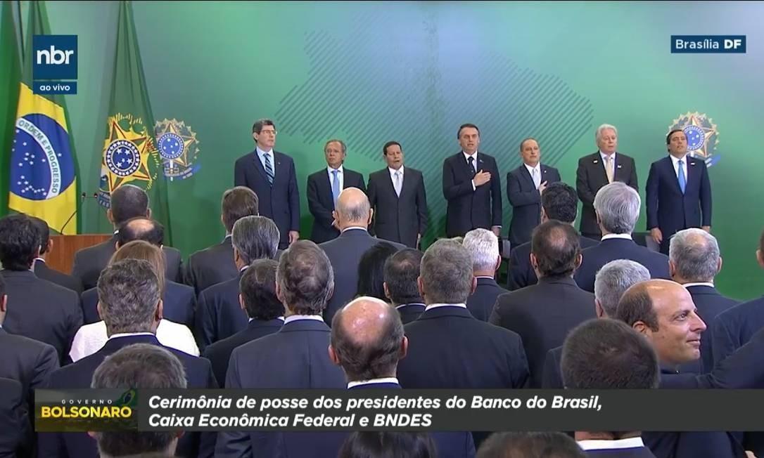 """PA - 07/01/2019 - TV estatal NBR exibe a marca """"Governo Bolsonaro"""" durante transmissão de cerimônia oficial do governo Foto: Reprodução"""