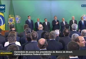 TV estatal NBR exibe a marca 'Governo Bolsonaro' durante transmissão de cerimônia oficial do governo Foto: Reprodução
