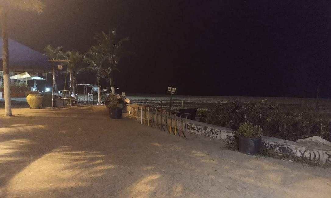 Corpo foi encontrado no fim da Praia da Macumba, no Recreio Foto: Agência O Globo / Diego Brum